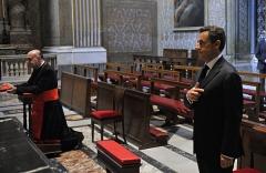 Nicolas-Sarkozy-signe-de-croix-Vatican.jpg